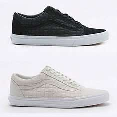 [UPDATE] Vans Old Skool Black Check Trainers €23,30 @ Urban Outfitters
