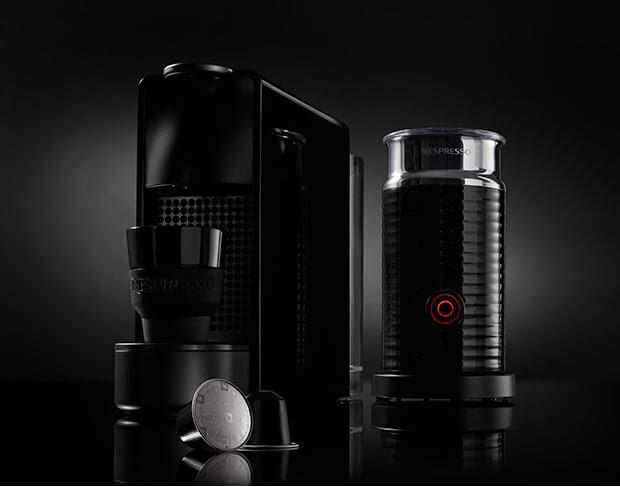 gratis aeroccino 3 70 30 koffiekorting bij aankoop essenza mini black nespresso black. Black Bedroom Furniture Sets. Home Design Ideas