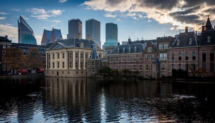 Promotieteams Den Haag met gratis L'or, Rivella, Stimorol en Jules Destrooper