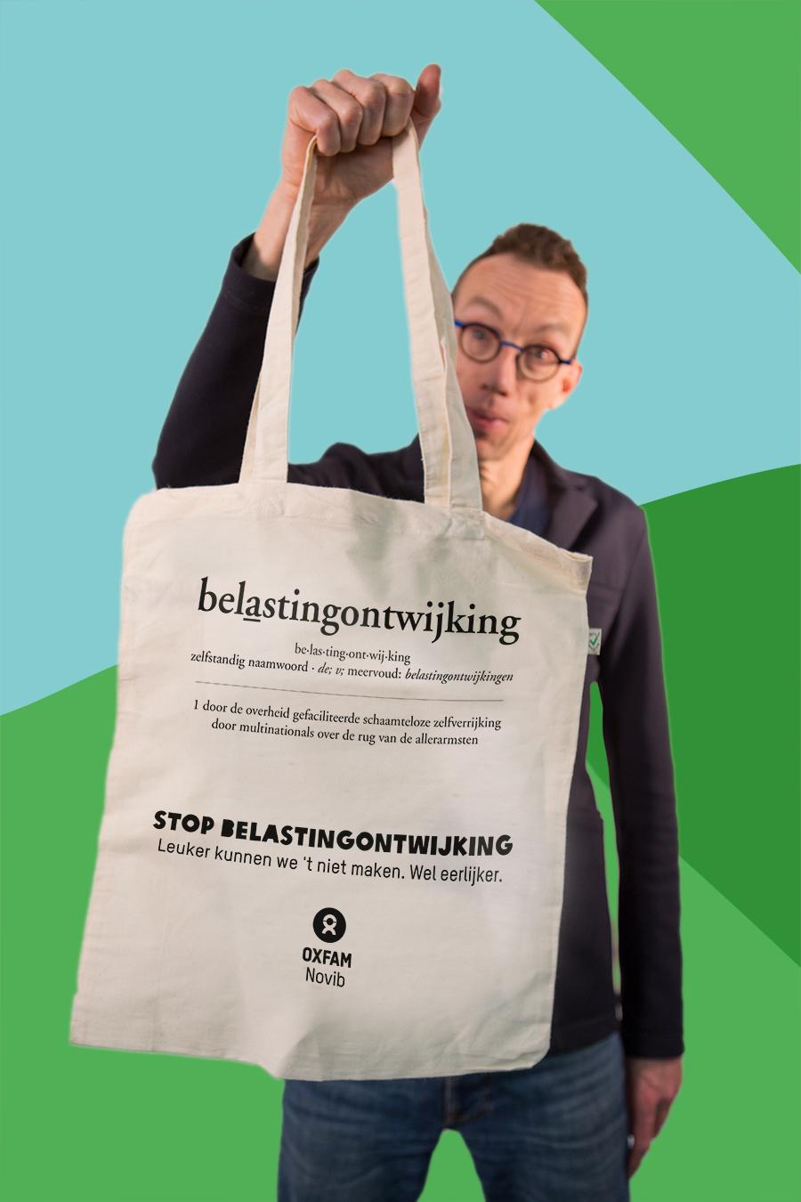 Gratis linnen tasje Oxfam Novib met als thema belastingontwijking