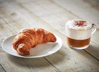 Ontbijtje (croissant + warme drank)