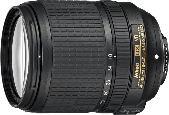 Nikon AF-S DX Nikkor 18-140mm f/3.5-5.6G ED VR voor €269 @ Bol.com