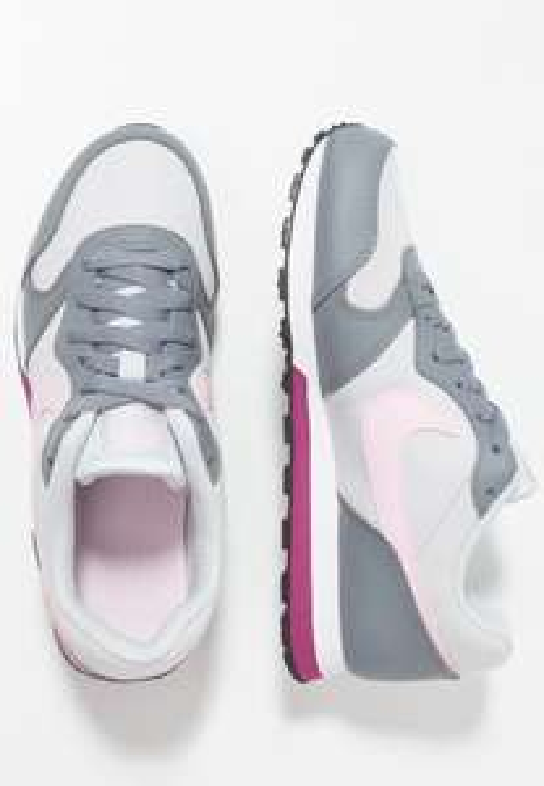 Nike MD Runner kids (36 t/m 38,5) -60% @ Zalando