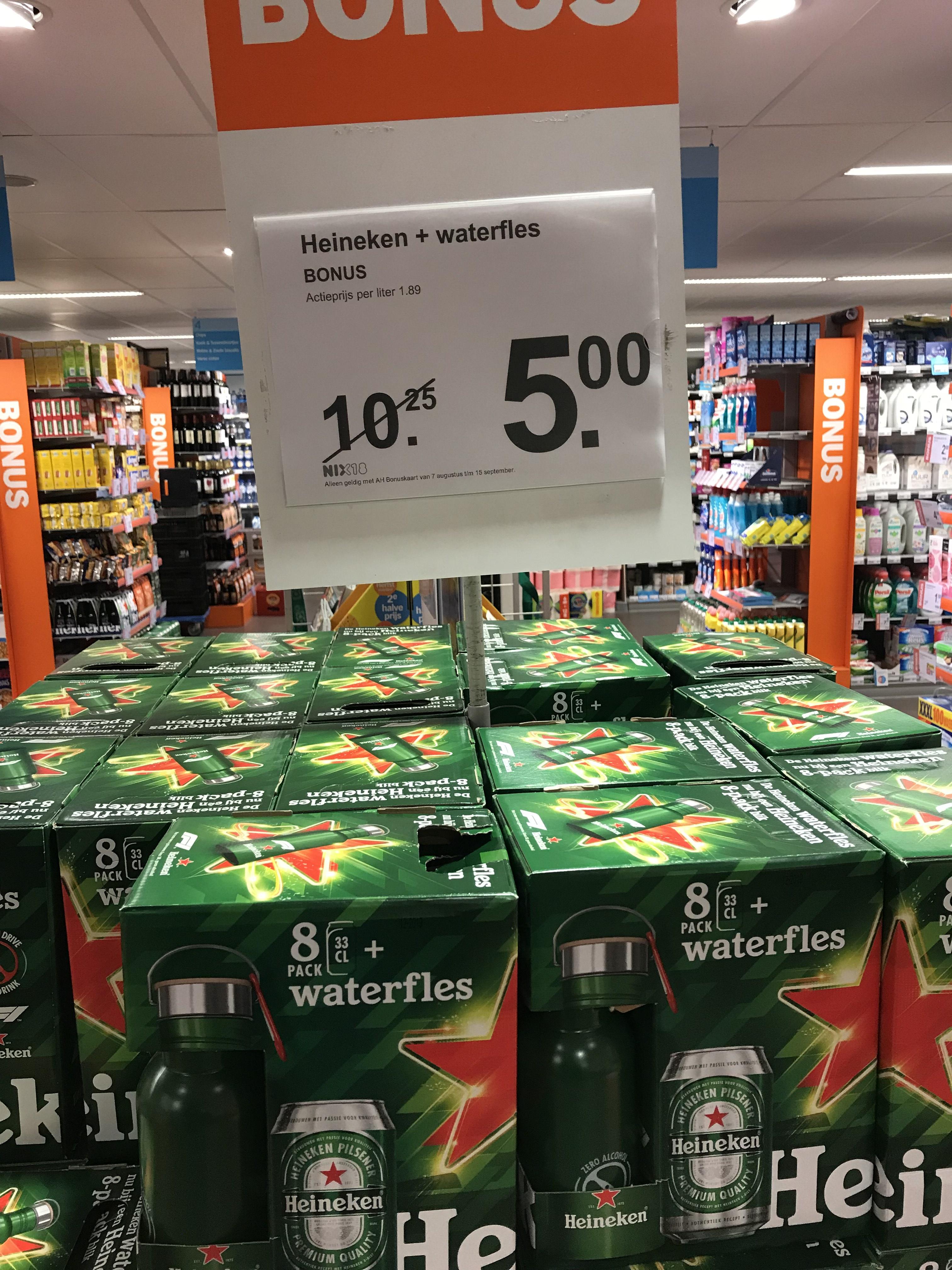 Lokaal? 8 blikjes Heineken + waterfles