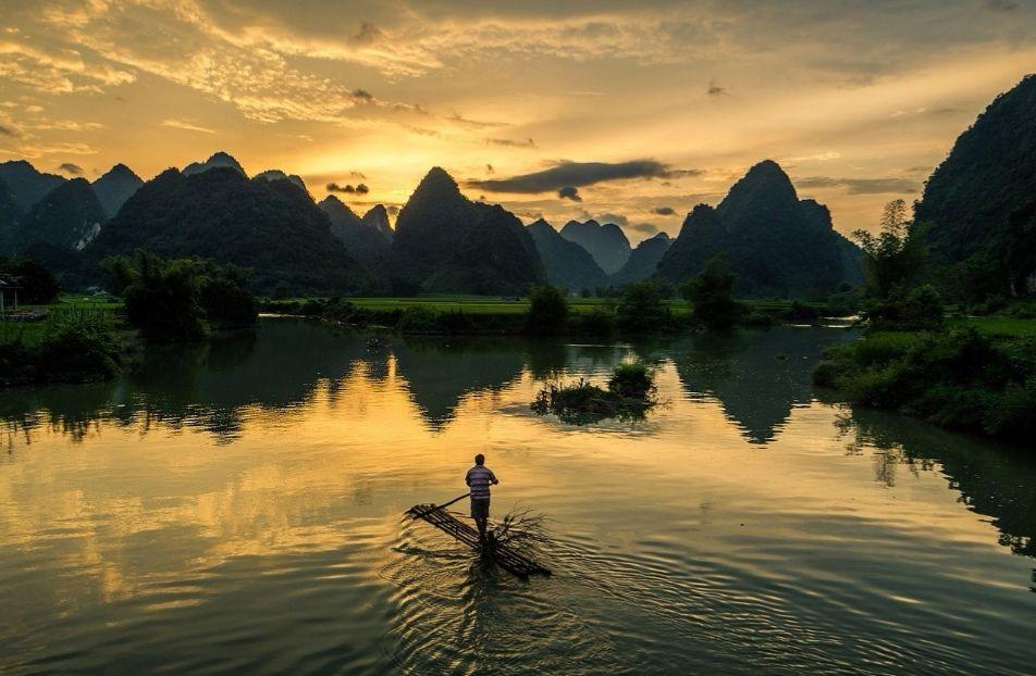 Retour Vietnam: €336 via Swissair