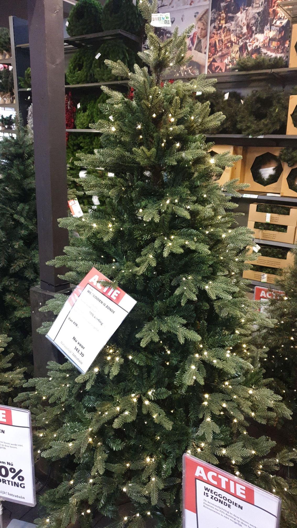 Kunst kerstbomen met korting.