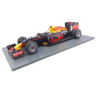 Diverse F1 schaalmodelen. O.a. Max Verstappen