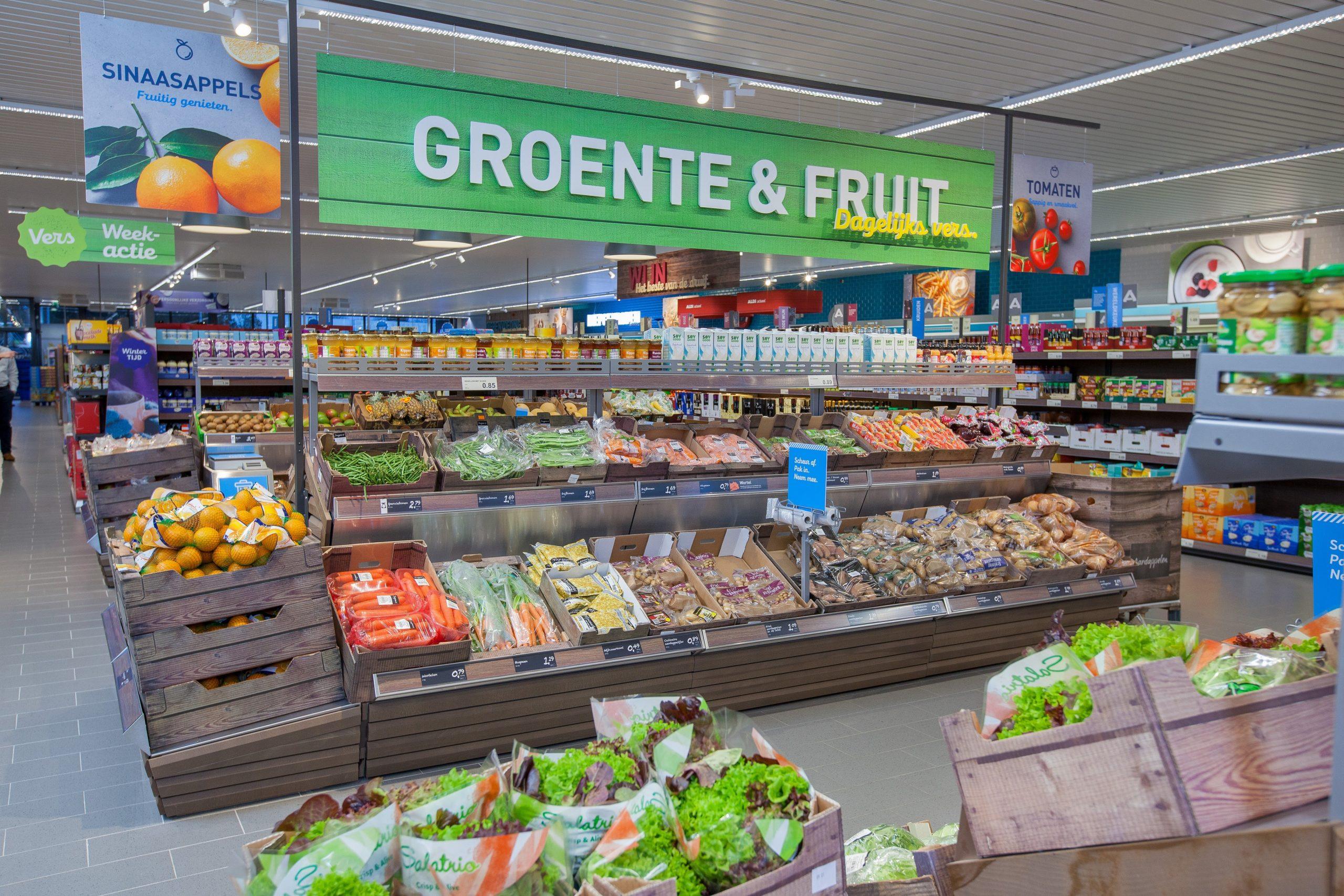 Opening Aldi Tijnjedijk te Leeuwarden, eerste 400 klanten die min. €20 besteden krijgen gegarandeerd een prijzentas