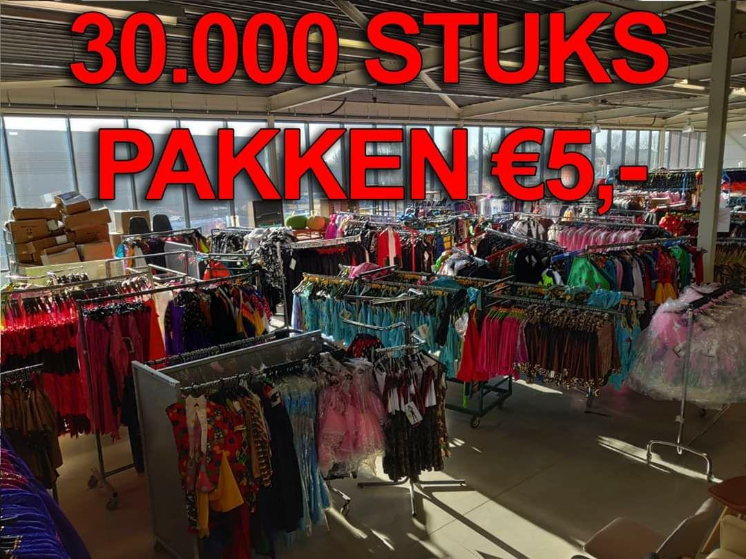 Mega carnavals outlet Volwassen Kostuums,jurken, Kinderpakjes €5 & accesoires etc vanaf €0,50[Lokaal Roermond]