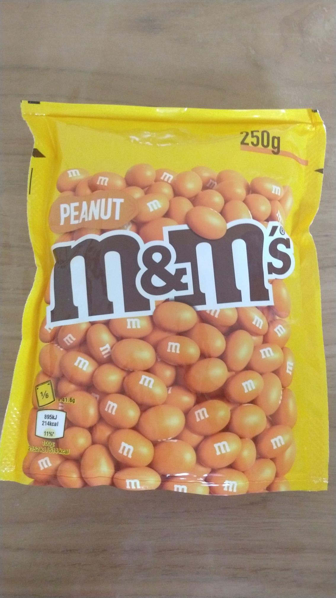 [Lokaal Leeuwarden] Oranje M&M Pinda en M&M chocolade (250gr): 1 euro (4 euro per kg)