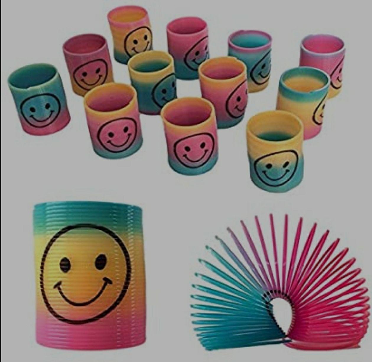 12 Mini Regenboog Smiley Gezicht Veren