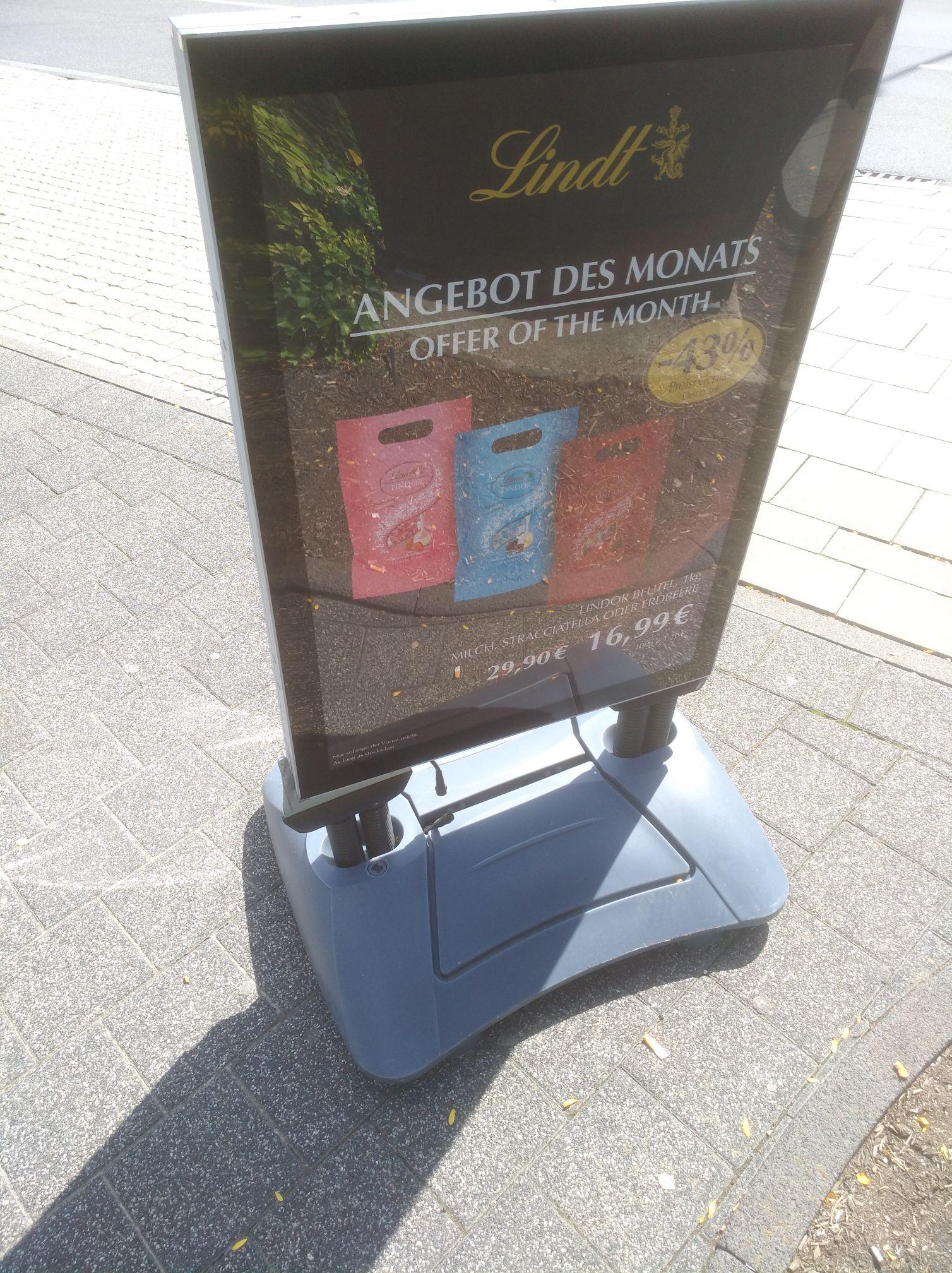 Grensdeal Aken: 2,25 kg Lindt chocolade €9,99 of 1 kilo Lindor €16,99