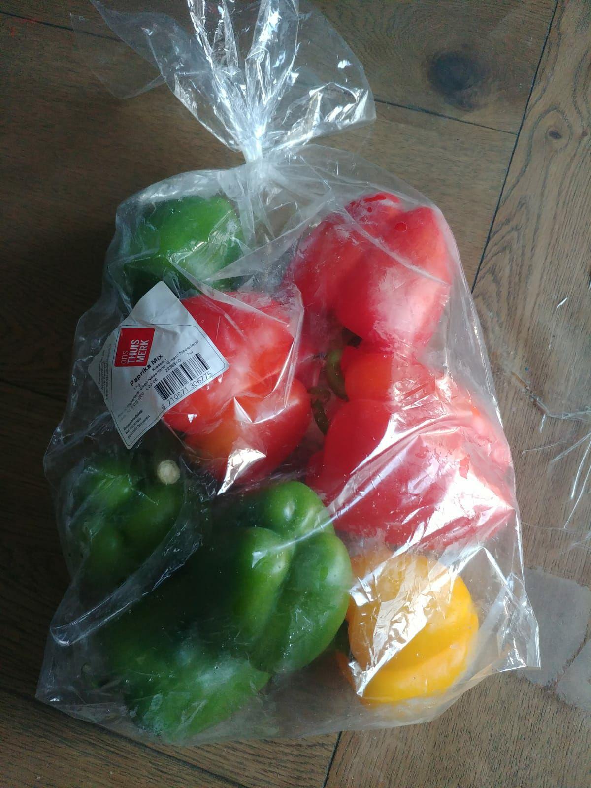Delft/Goes: Dirk voordeel zak 8x paprika's (1-1,2kg) voor 2eur.