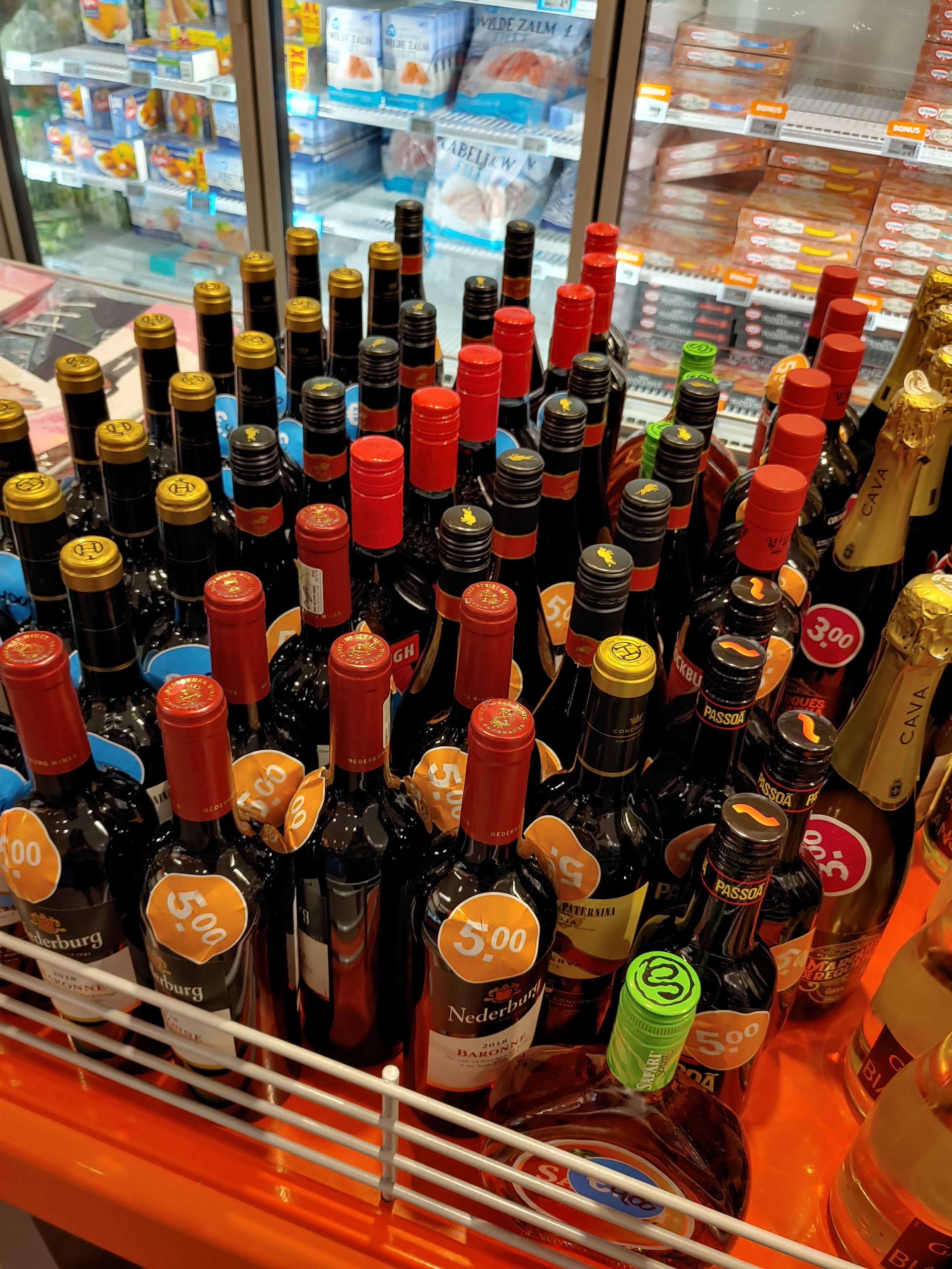[Lokaal Eindhoven] - Verscheidene flessen drank in de koopjesbak @Albert Heijn
