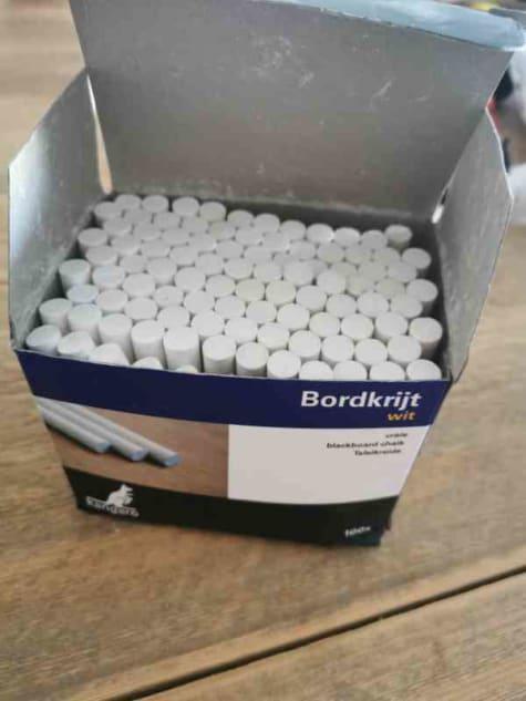 100 Witte krijtjes in doos