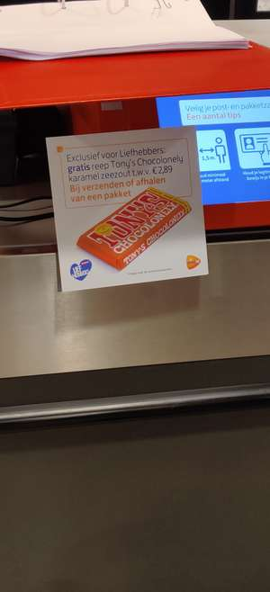 Gratis Tony's Chocolonely wanneer je een pakket ophaalt of verstuurt bij PostNL punt bij Jan Linders