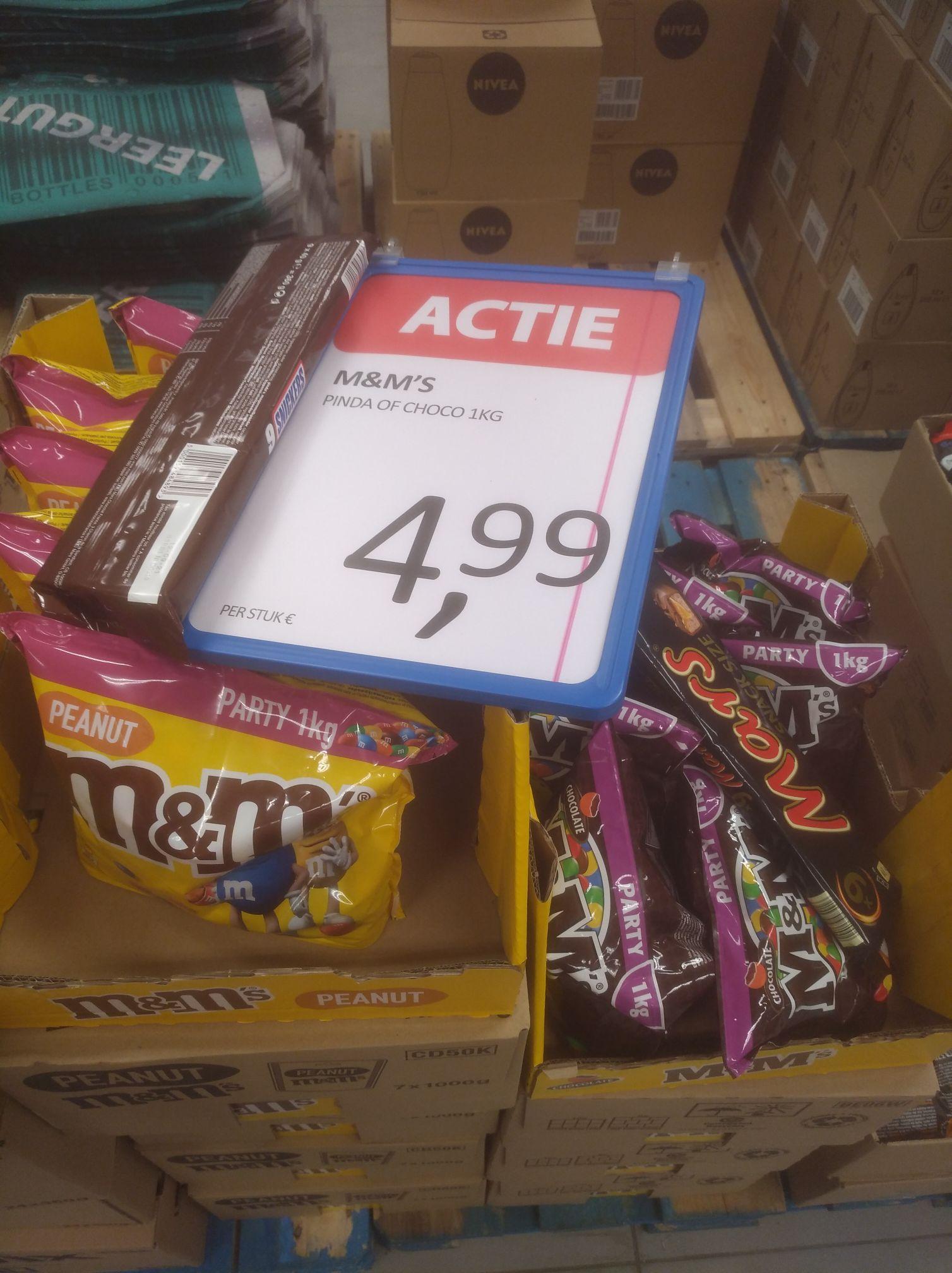 Kilo M&M's voor €4,99 en 750 gram €2,99 bij Medikamente Die Grenze