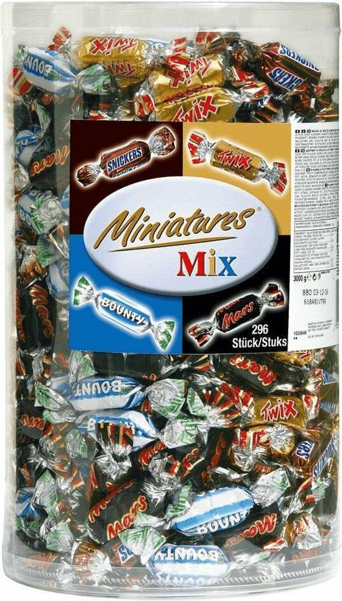 Mars , Snickers , Twix en Bounty miniatures. 3 kg , 296 stuks.