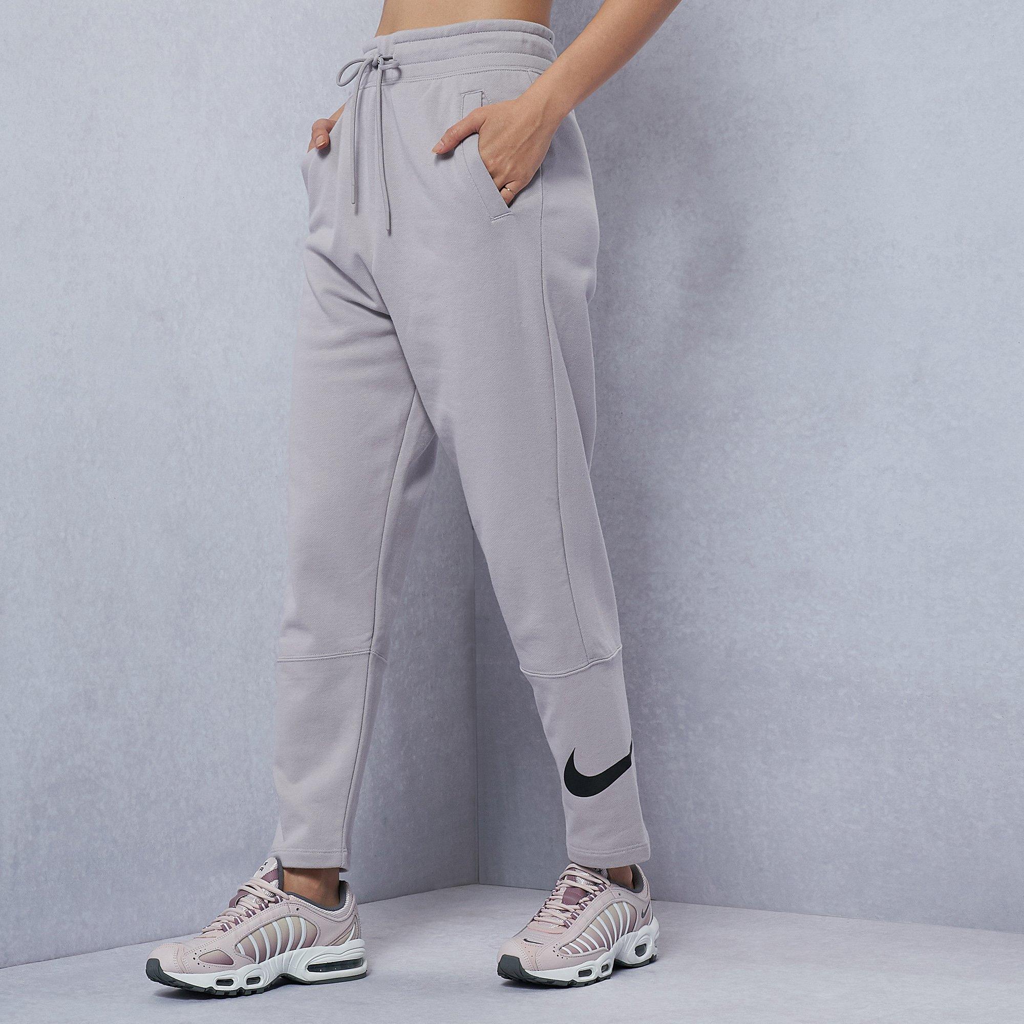 Nike Swoosh dames joggingbroek (maat S + M)