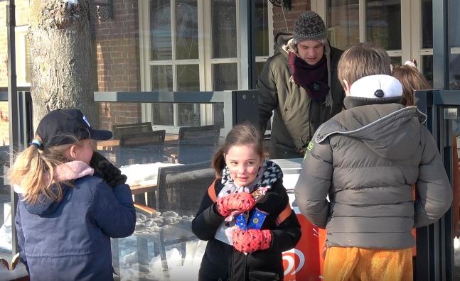 [LOKAAL] Eetcafé Het Wapen van Westerhoven deelt tijdens carnaval gratis ijsjes uit [Westerhoven]