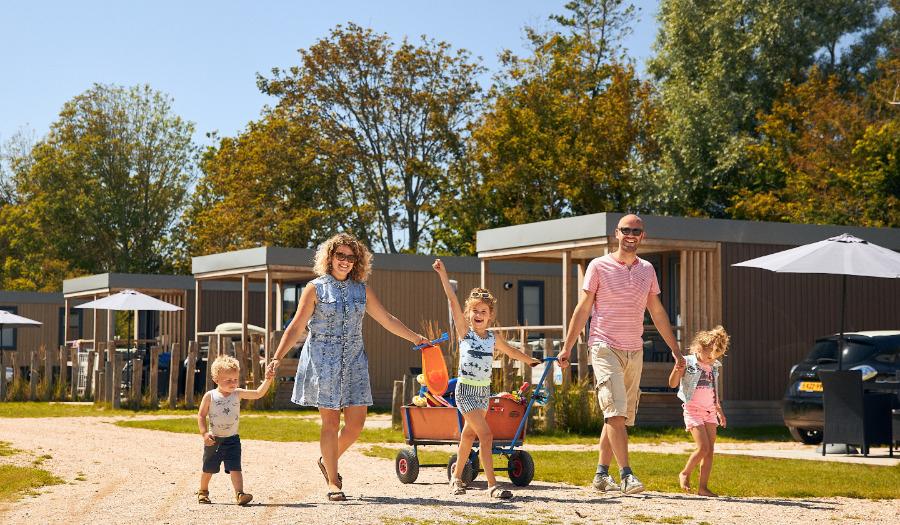 Gratis vakantie voor 100 gezinnen op bijstandsniveau (alleen kleine vergoeding bemiddeling)