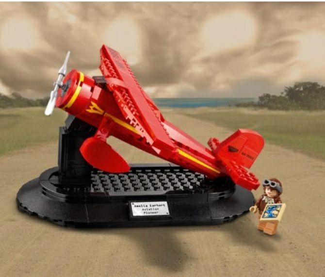 LEGO® Eerbetoon aan Amelia Earhart-set - gratis bij besteding van 100 euro.