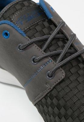 Jack & Jones lage sneakers (maat 40) voor €17,95 @ Zalando