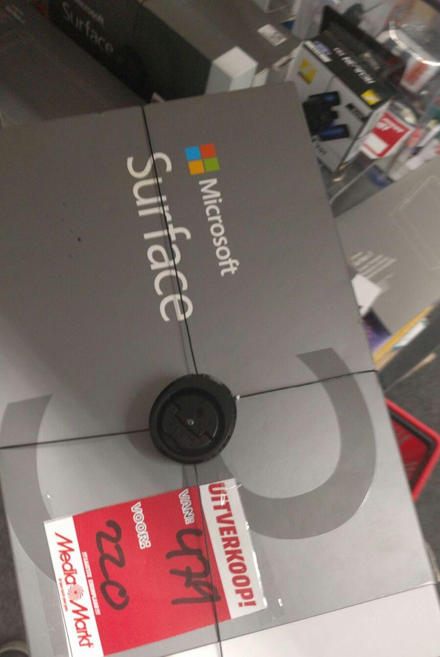 Surface 3 uitverkoop bij Media Markt Amsterdam West