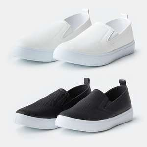 Slip-ons in wit / zwart nu €5 @ The Sting