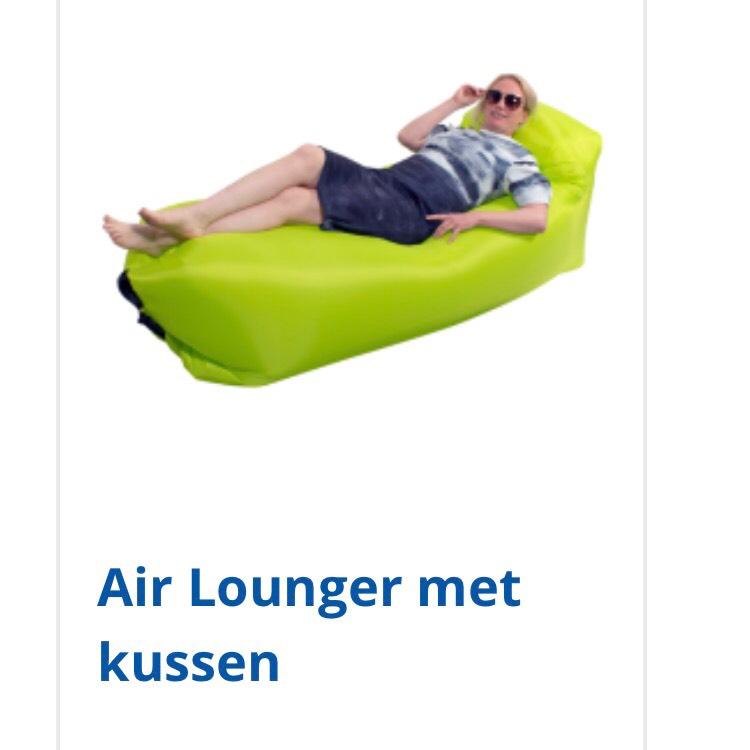 Air Lounger met kussen. Vanaf woensdag 31 mei €12,95