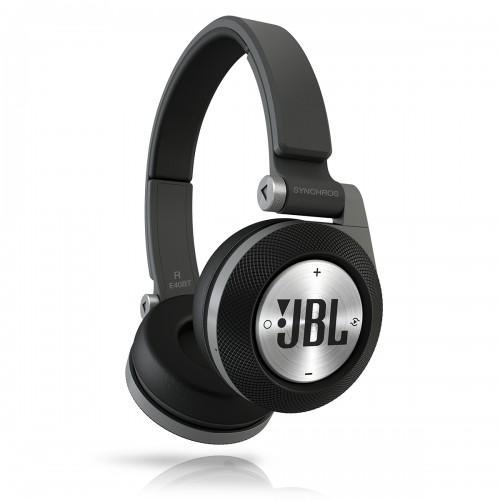 JBL E40 zwart/rood/blauw voor €79,95 bij YourMacStore. Normaal 109 (bij Mediamarkt en JBL zelf)