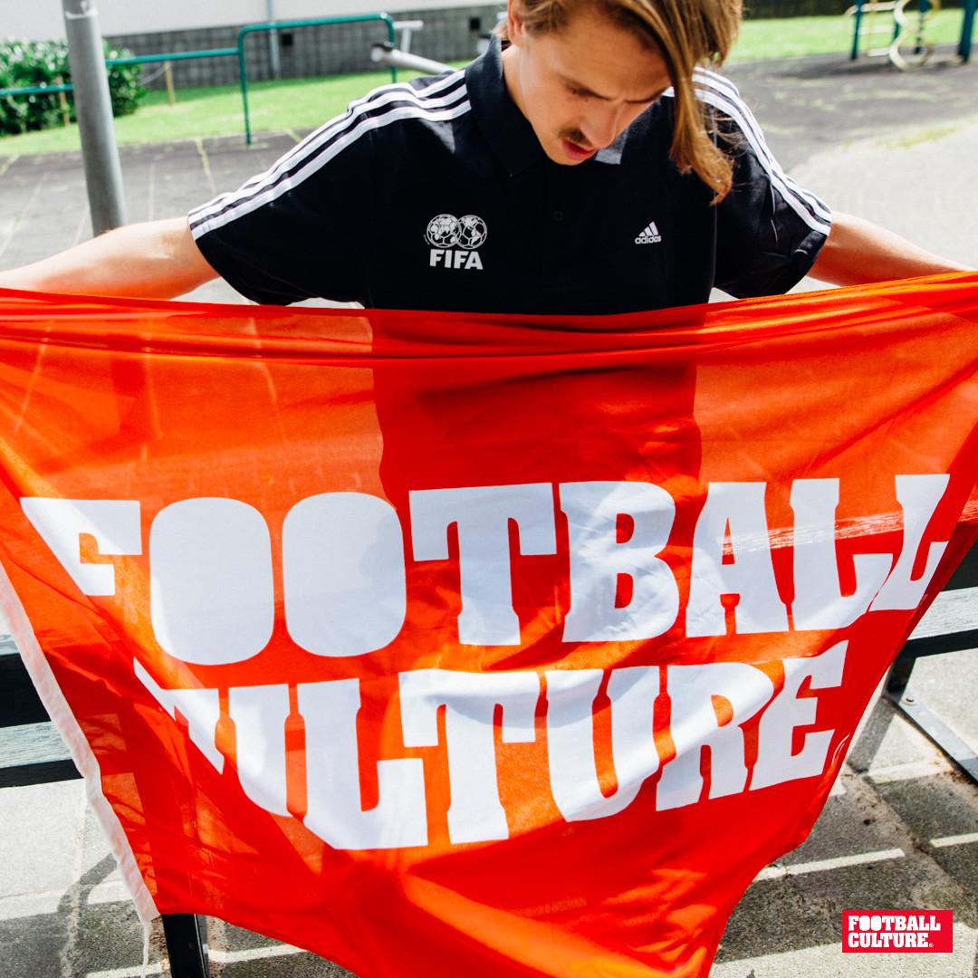 Flag FC Logo Red van 35 voor 20 euro bij Footballculture