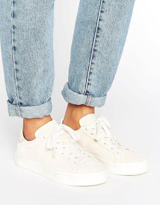 adidas Originals Court Vantage suède sneakers nu €38 @ ASOS
