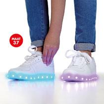 Raffie's (sneakers met Led-licht - maat 37+38) voor €9,98 @ Intertoys