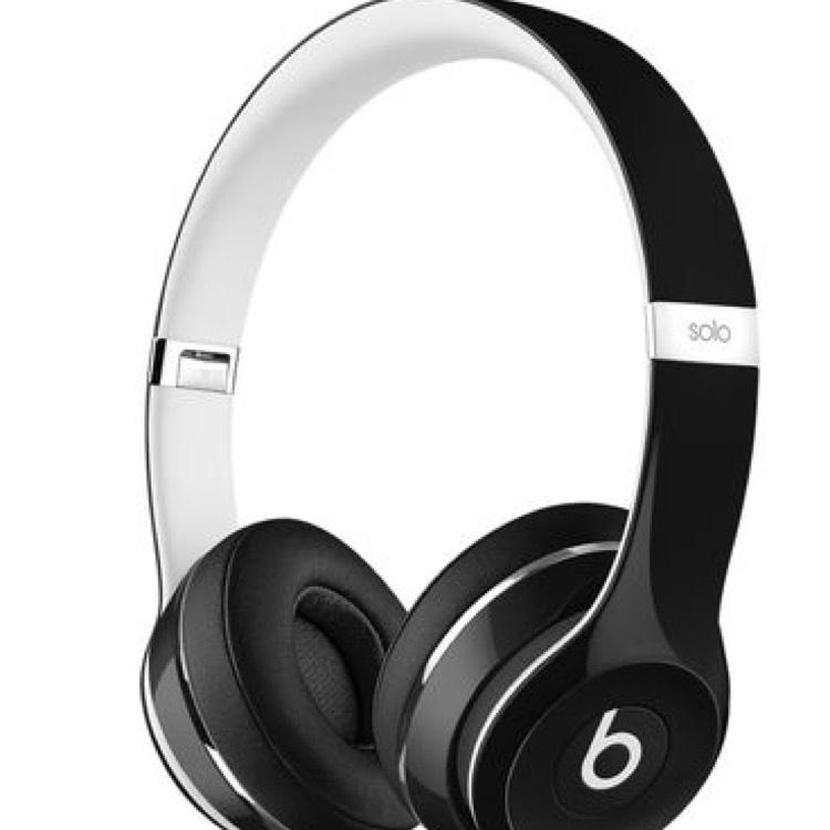 BEATS SOLO2 ON-EAR HEADPHONES LUXE EDITION ZWART