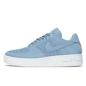 Nike Air Force 1 Flyknit sneakers €70 (elders €139,99) @ JD Sports