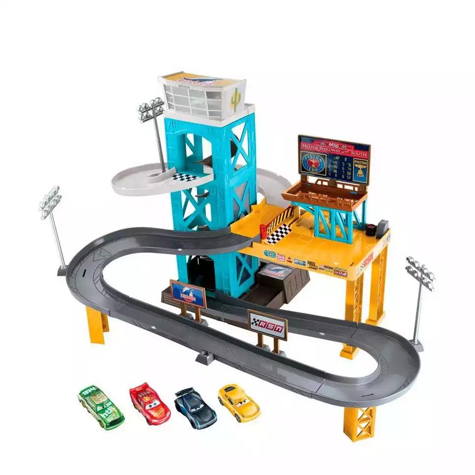 Disney Pixar Cars 3 gemotoriseerde garage + 4 auto's voor €45 @ Wehkamp