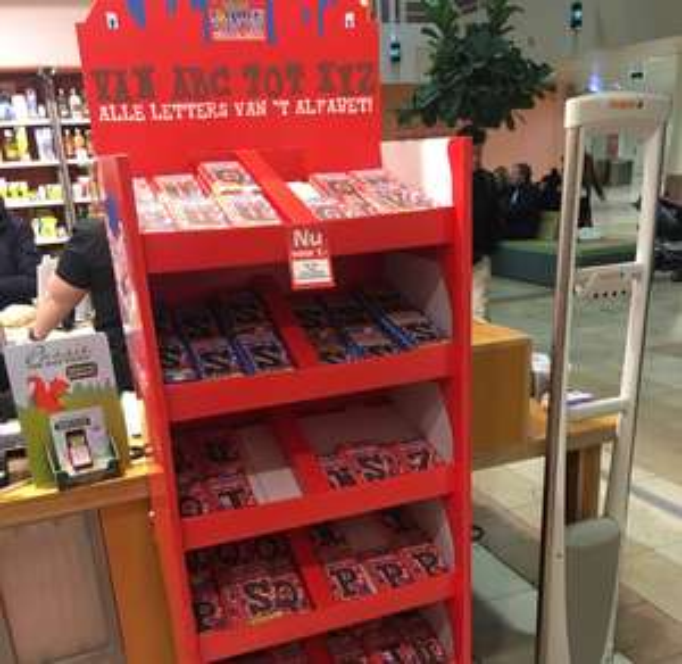 Tony's Chocolonely chocoladeletters @ Holland & Barret Utrecht Hoog Catharijne