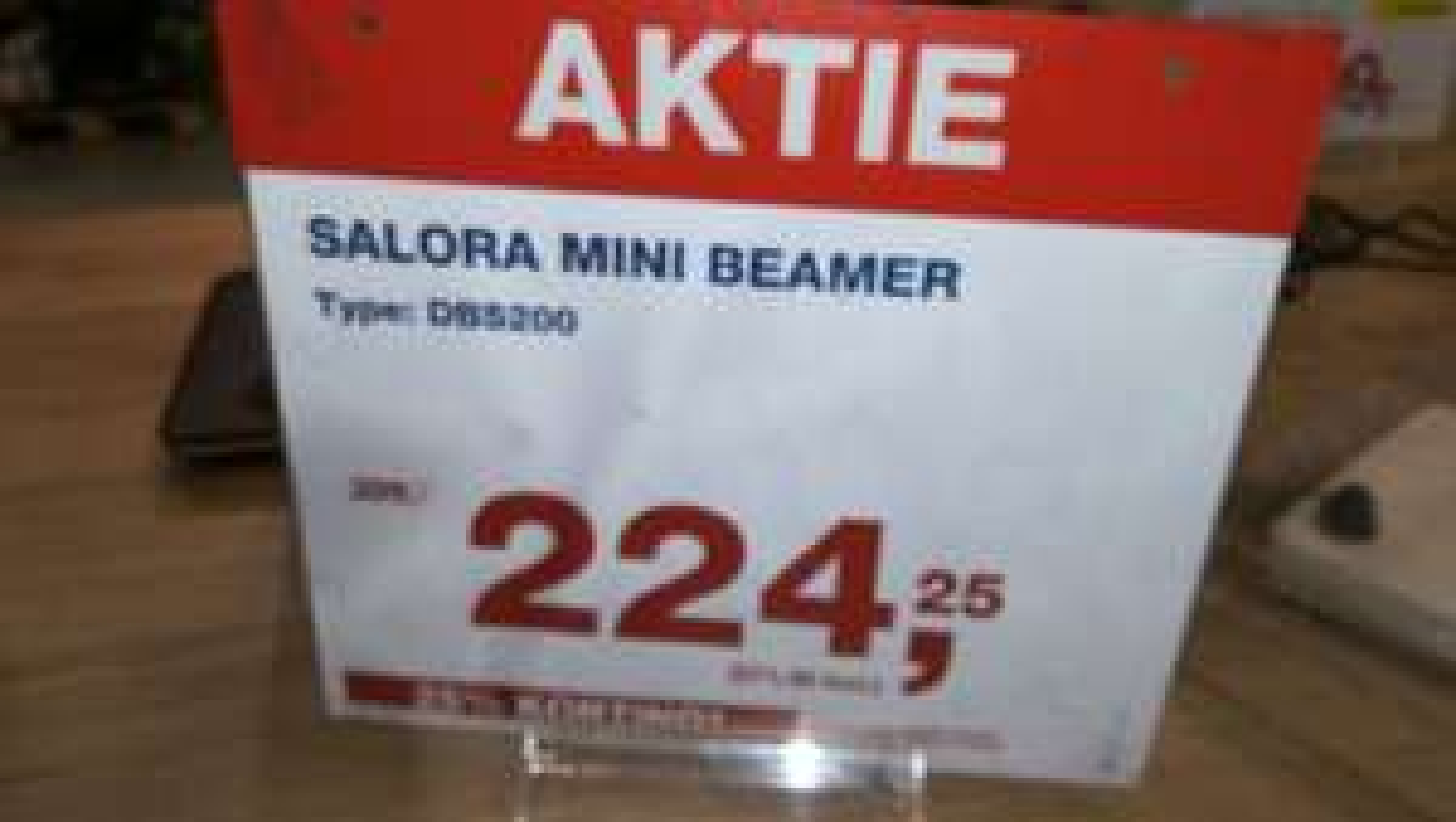 Salora mini beamer type dbs200 ergens anders €389,-