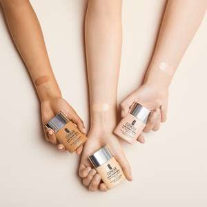 GRATIS potje Clinique Even Better Glow foundation