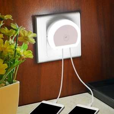 [China] Nachtlampje met 2 USB Poorten. EU Plug.