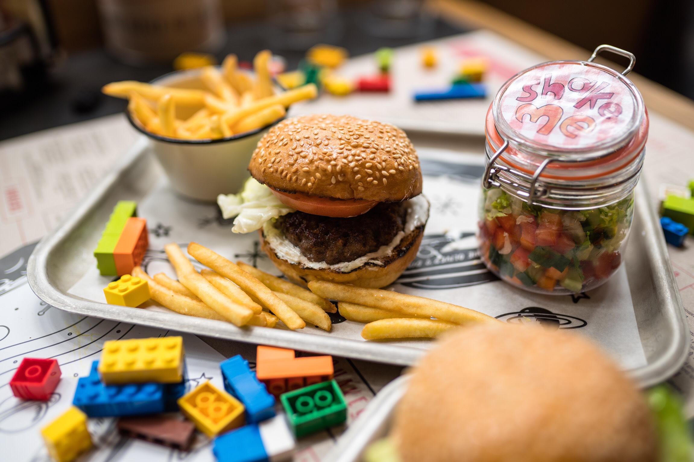 Kinderen eten op zondag gratis bij Jamie Oliver's Diner (Rotterdam)