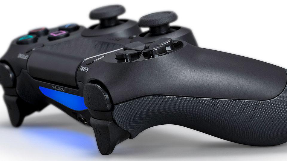 Playstation 4 inclusief 2 controllers voor € 405,70 @ Amazon.de
