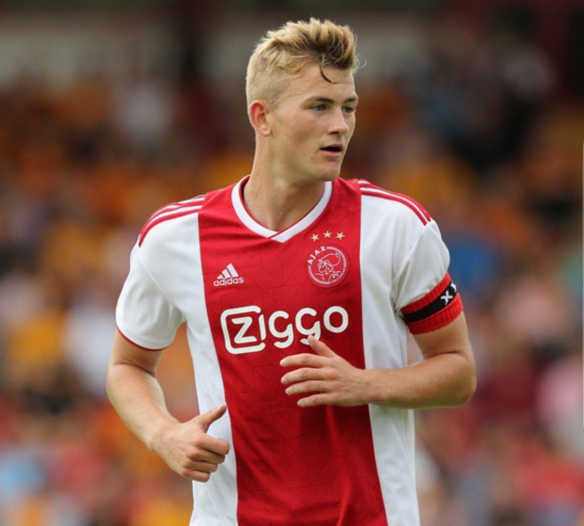 10 euro korting op alles van Ajax bij voetbalshop.nl