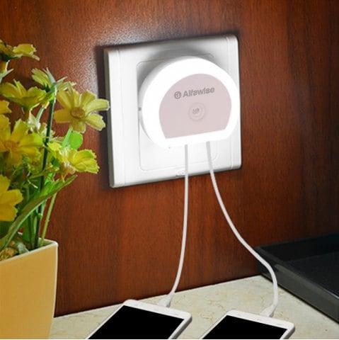 Alfawise HTV 777 nachtlamp/oplader met twee USB-poorten EU voor €0,79 @ Rosegal