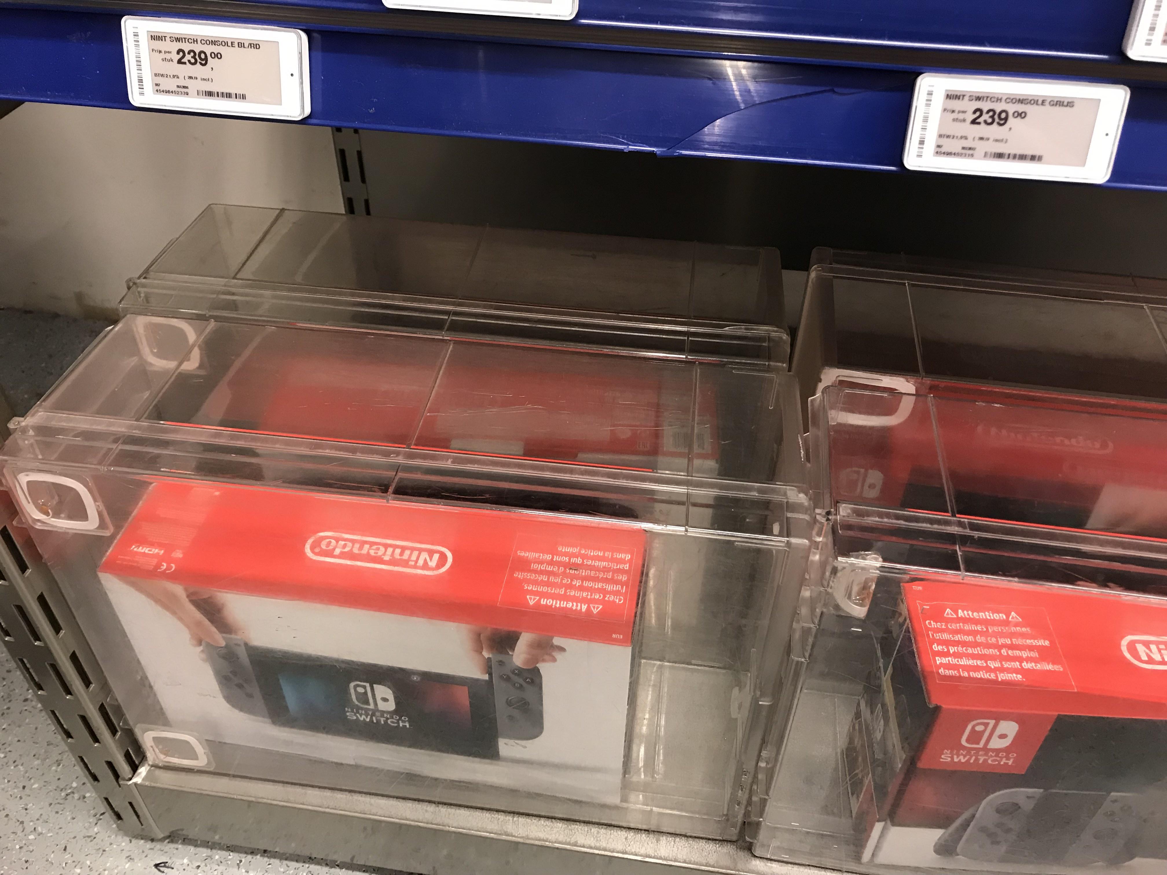 Nintendo switch bij Makro voor 283 incl Btw