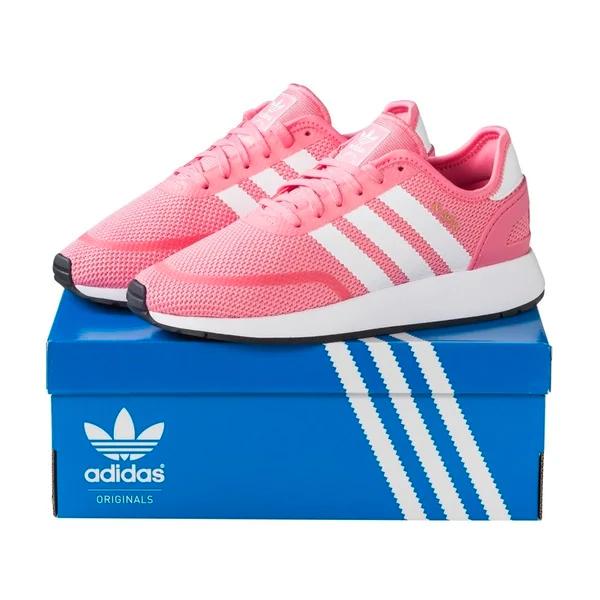 Adidas Original sneakers (zwart/wit/roze) bij Kruidvat
