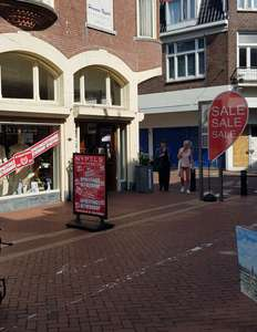 Opheffings uitverkoop bij Nypels in Den Helder, tot 75% korting.