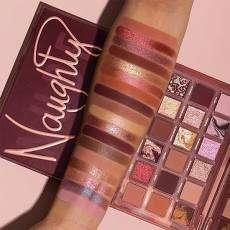 HUDA BEAUTY Naughty Nude Eyeshadow palette @ ICI PARIS XL