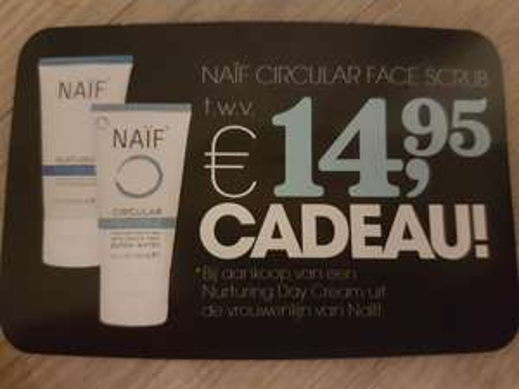 Gratis Naif Face Scrub à 14,95 bij aankoop dagcreme (à 22,95)